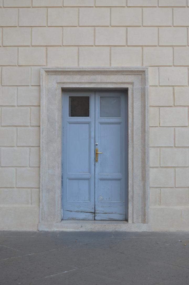 Achter jouw voordeur